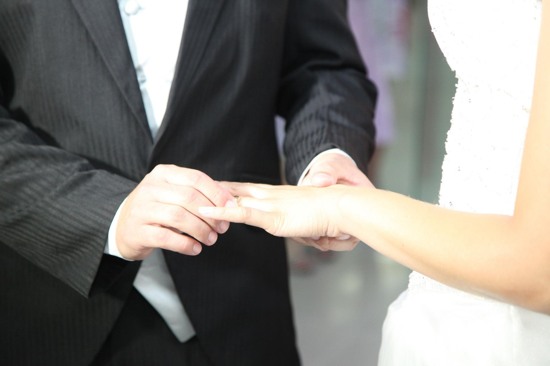 wedding-ring-615558_1920