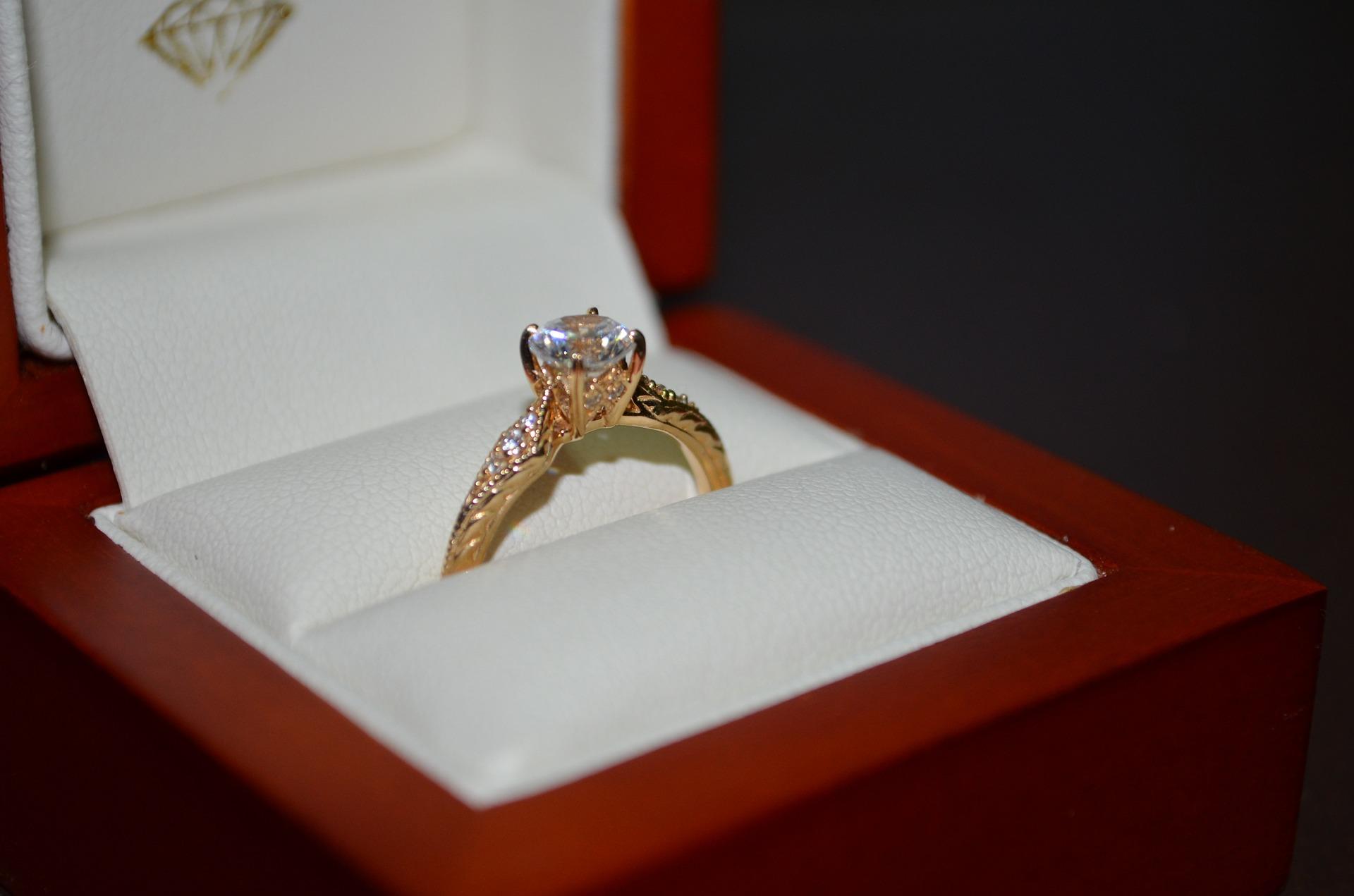 ring-879932_1920