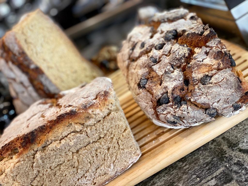 pan casero tostado a la brasa