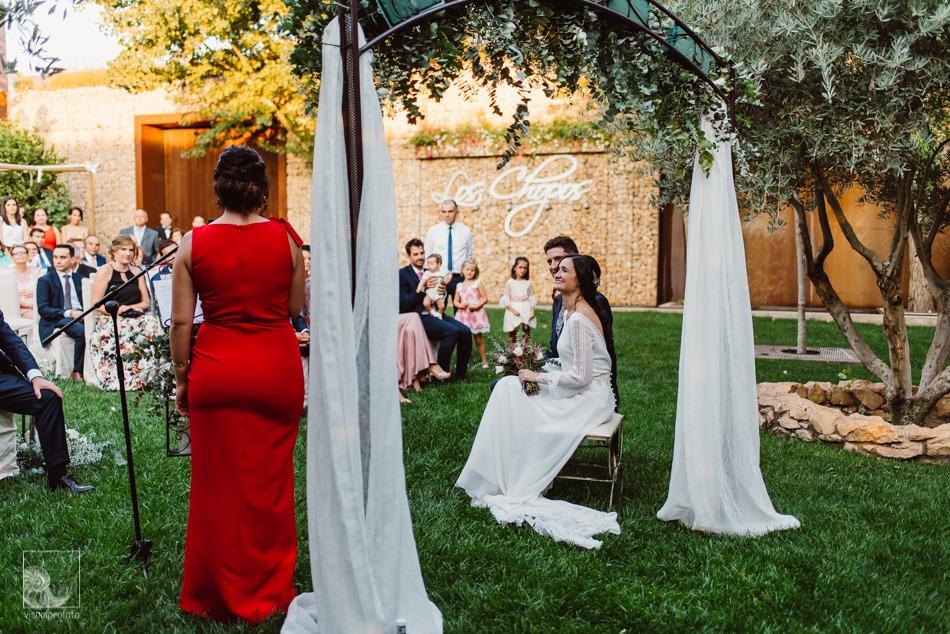 boda llena de romanticismo altar