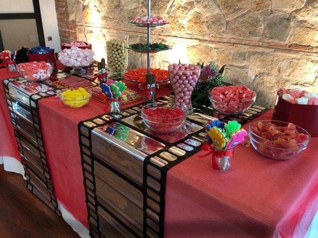 buffet de chuches en una boda de cine