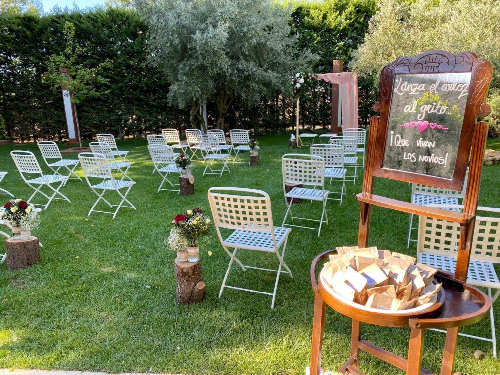 sillas separadas en las bodas en la nueva normalidad